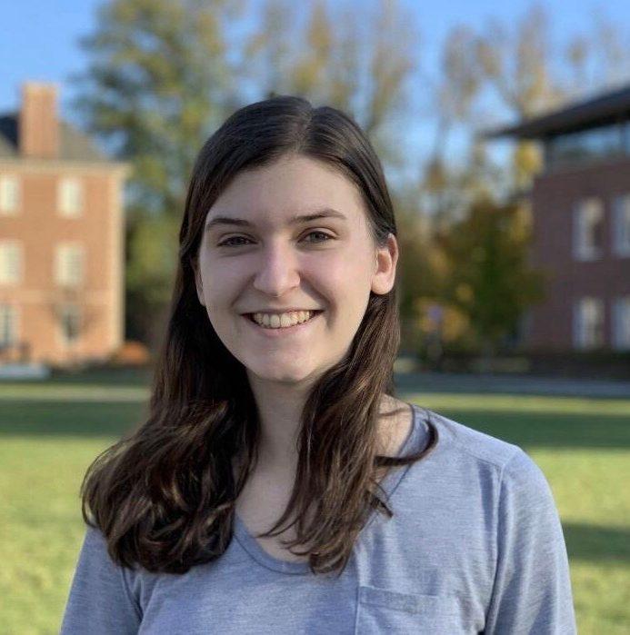Headshot of Amanda Roff '22